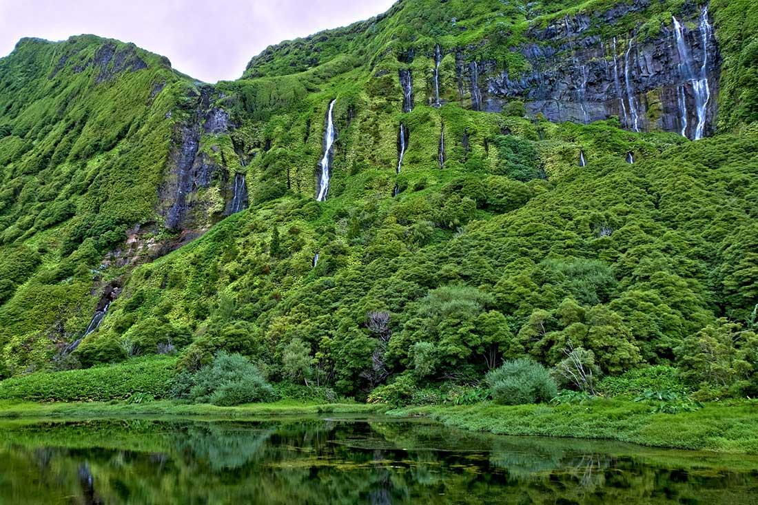 Cascadas en Poço da Alagoinha. Isla de Flores