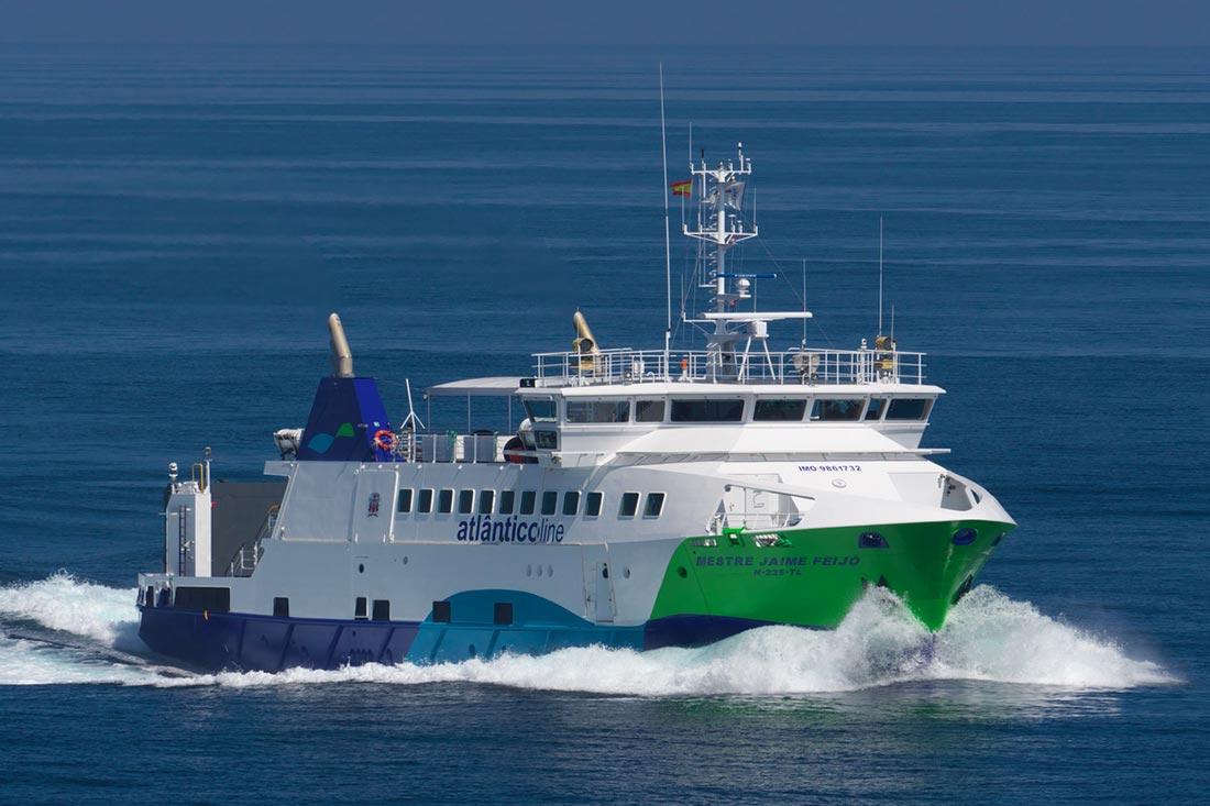Barco de Atlanticiline cubriendo rutas entre las islas de Azores